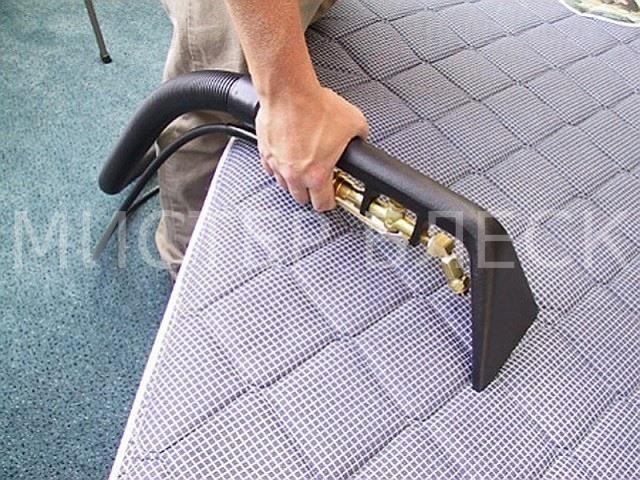 пятно на ортопедическом матрасе почистить в домашних условиях