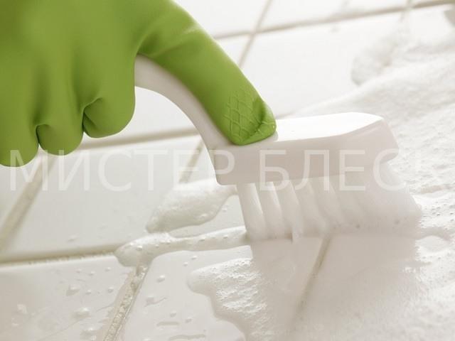 чем чистить швы между плиткой