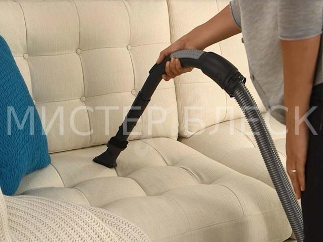 очистить диван от запаха пота